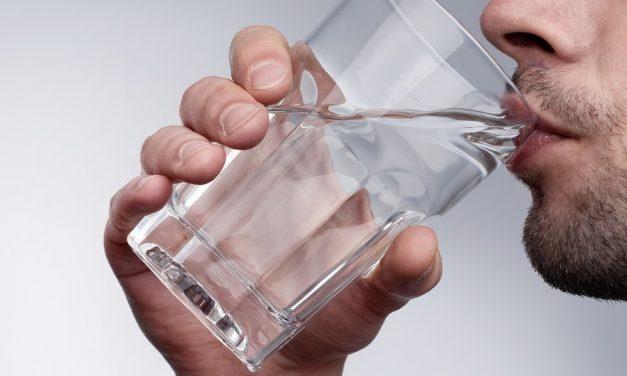 Respirer dans un récipient, se nettoyer ou toucher son sexe avec la main droite
